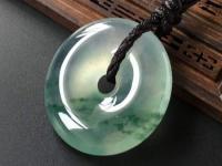 翡翠平安扣的寓意和象征?