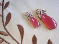 天然的红纹石饰品不仅颜色靓丽,红纹石的价格多少钱一克?