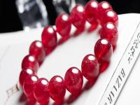戴草莓晶手链的寓意好处?草莓晶能越戴越透吗?