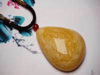 琥珀蜜蜡是化石,女人戴蜜蜡的好处和禁忌