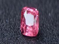 尖晶石可用砂纸进行打磨,在打磨时,需不定时的更换砂纸
